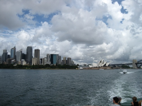 The iconice cityscape of Sydney as seen from the Manly ferry.