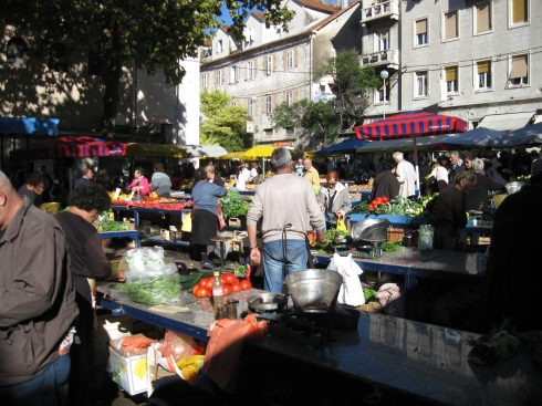 The colorful farmers' market outside the eastern palace gate.