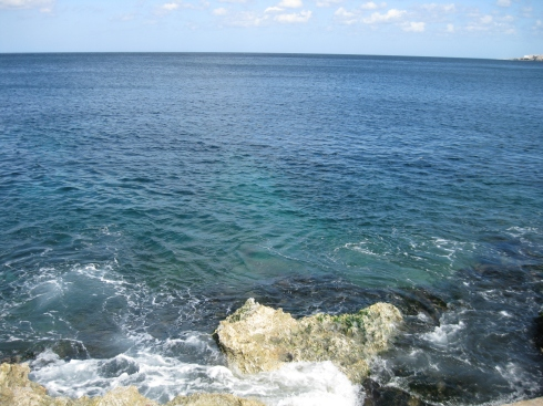 Looking into the clear waters over the seawall in Havana.